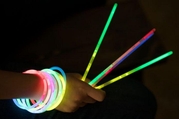 glow-stick-hands light