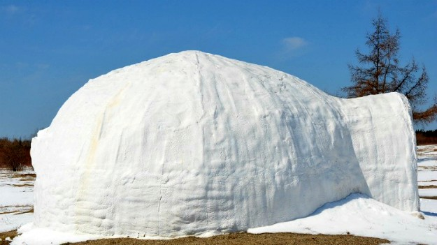 Finishing the Walls | How To Build An Igloo in 5 Easy Steps