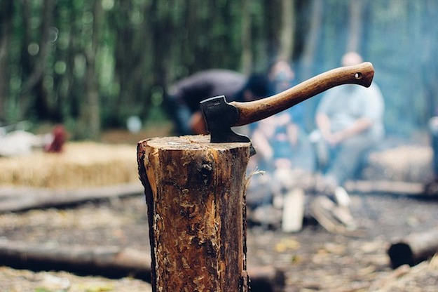 How to Secure Loose Hammer and Axe Head   Old School Survival Skills You Should Know