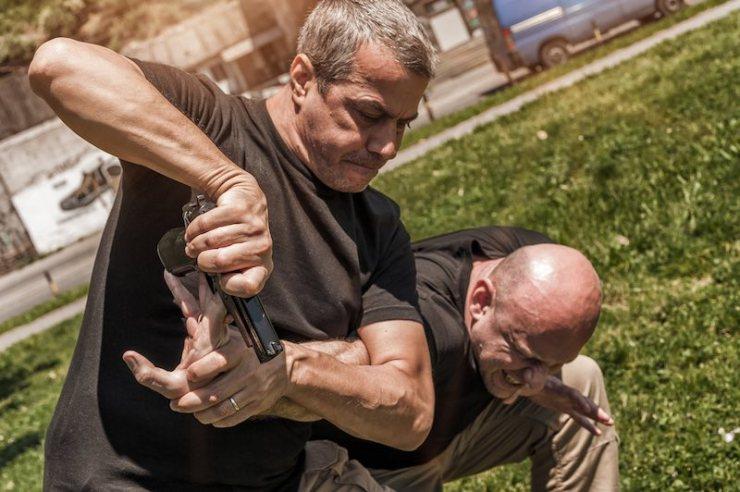 Kapap instructor demonstrates self defense techniques against a gun | gentleman's technique