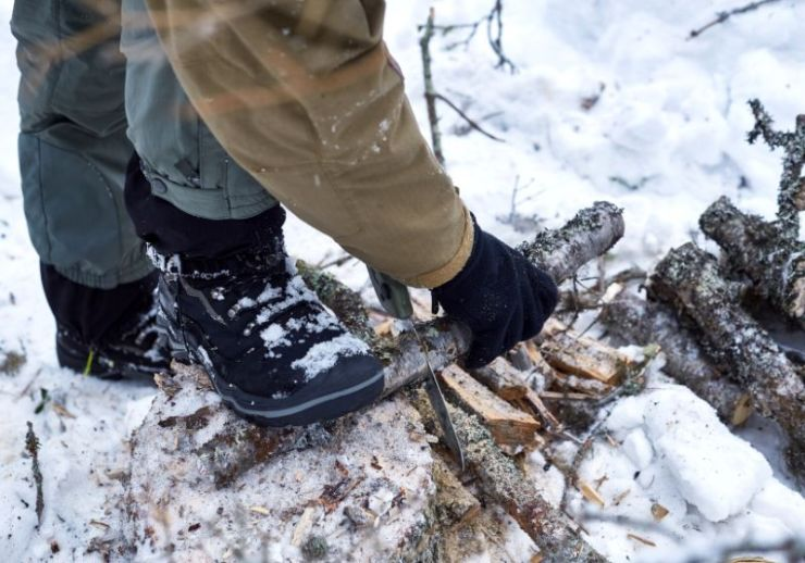 cutting wood into smaller pieces saw | how to start a fire in winter