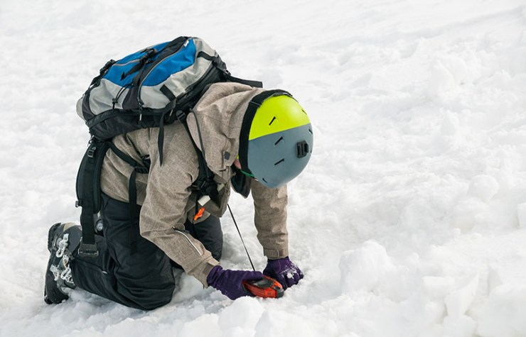 freerider using avalanche beacon find person | how to prepare for an avalanche