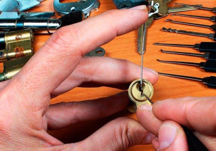 locksmith-picks-cylinder-lock-lockpick-tension | locksmith work