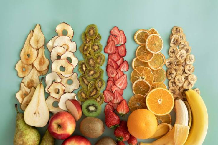 Dried fruits and fruit chips along with the fresh fruit of which they are made-Foods to Dehydrate