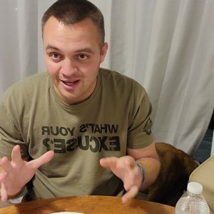 Former US Soldier eats Pepperoni pizza MRE!