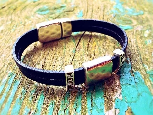 bracelet-749457_640