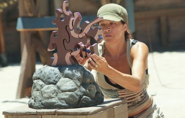Laura M assembles her puzzle on Survivor
