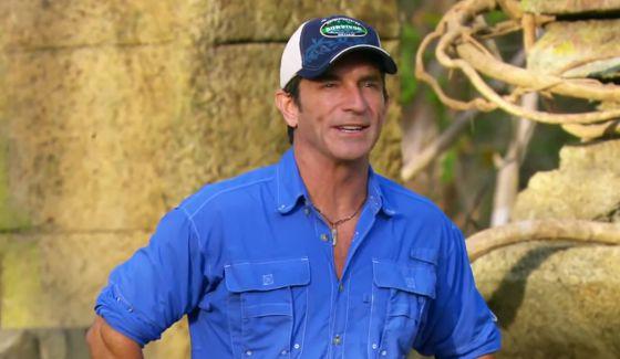 Survivor Blood Vs Water - Jeff Probst hosts Exile Island challenge