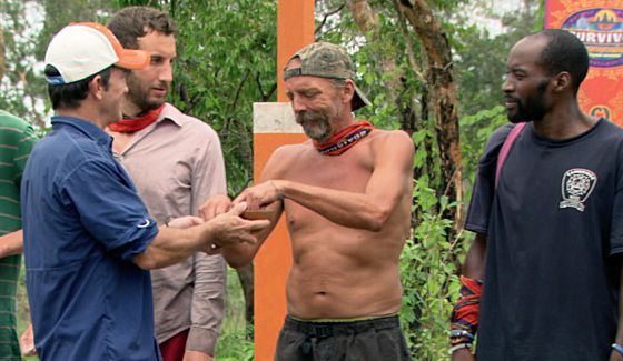 Jeff Probst offers Keith Nale a temptation on Survivor