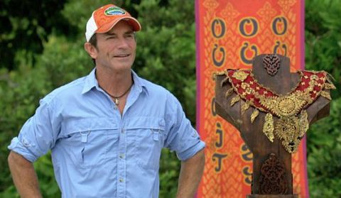 Jeff Probst hosts Survivor finale Immunity Challenge