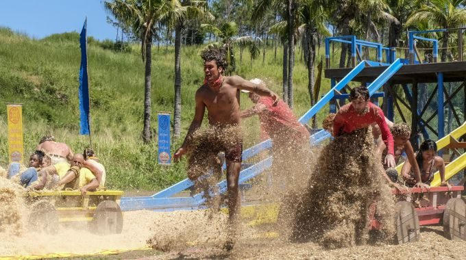 Survivor 2017 castaways compete in S35 episode 01