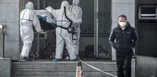 Petugas medis berjibaku menghadapi epidemi Virus Corona di Wuhan, China.