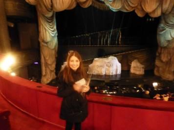 Frente al escenario