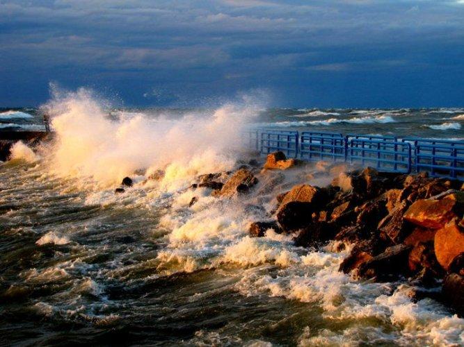 Lake MI Windstorm 10.27.10 rocks