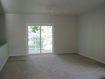 2430 Carpeted living room