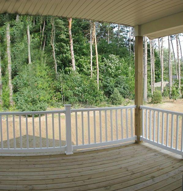 2444 Lovely covered backyard deck