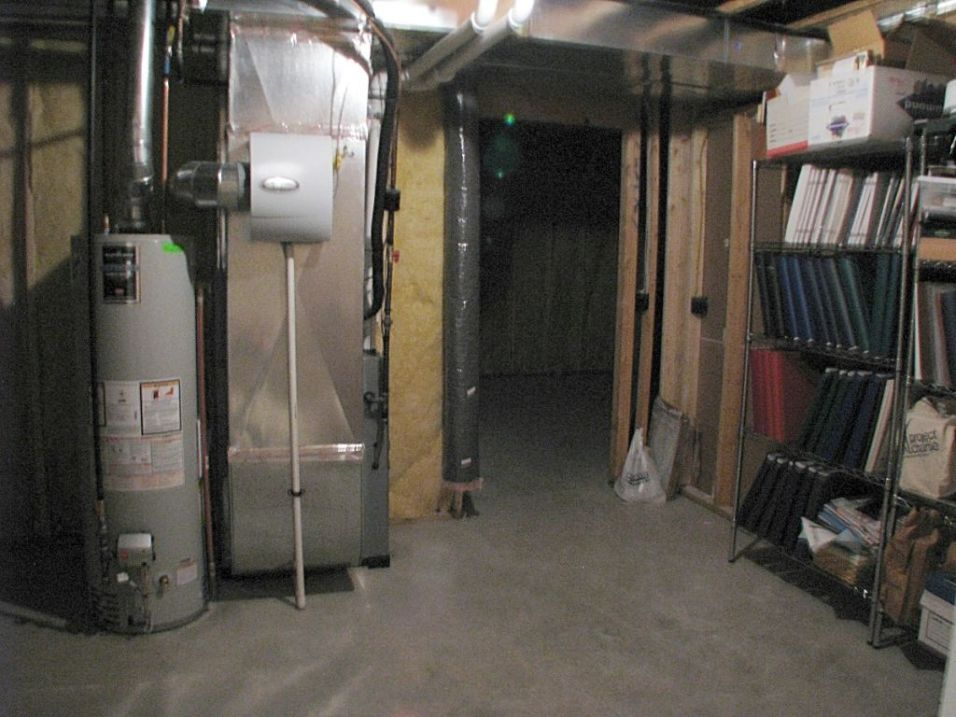 2437 Lower level utility room