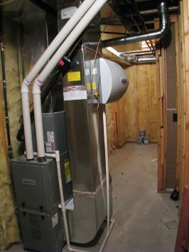 2506 Lower level utility room