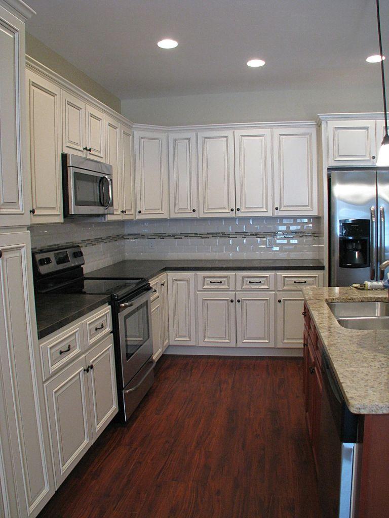 2419 Kitchen, laminate wood floor