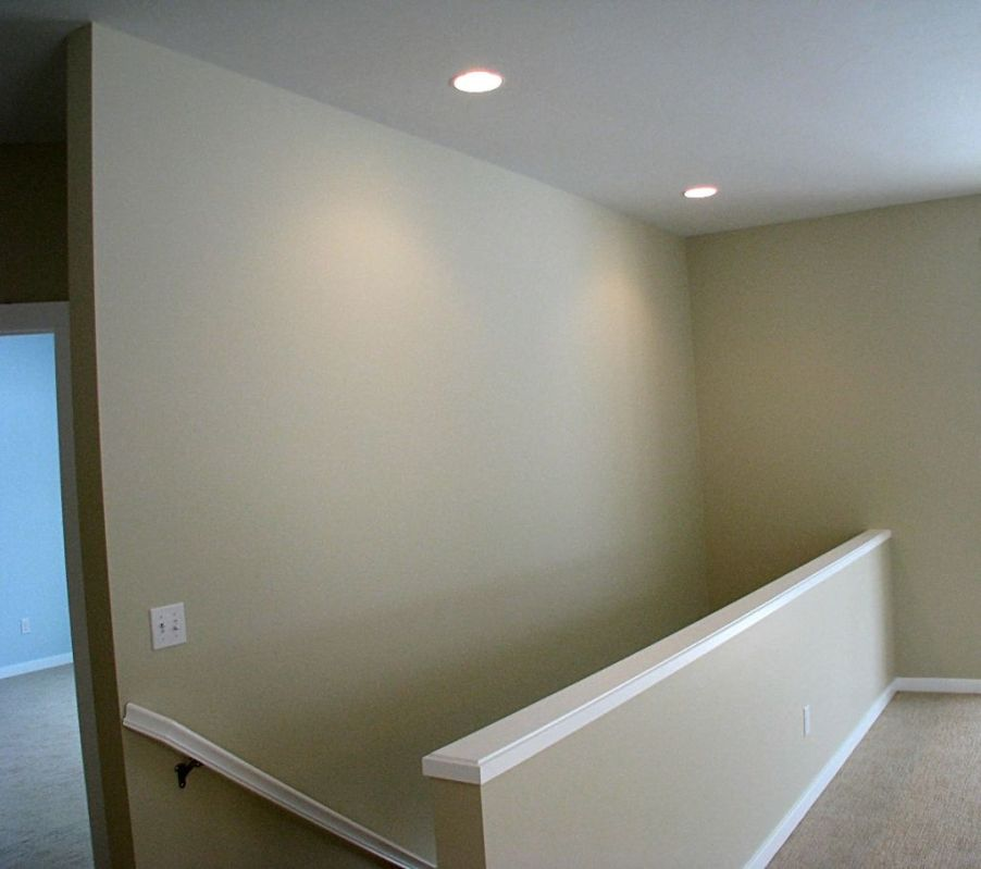 2518 Open stairway in living room to lower level