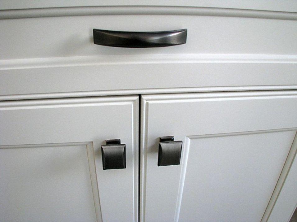 Handles & drawer pulls on kitchen cabinets