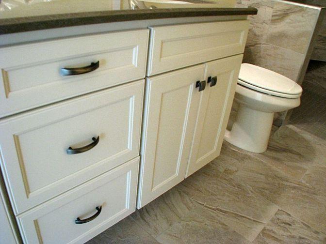 Vanity drawer handles and door pulls