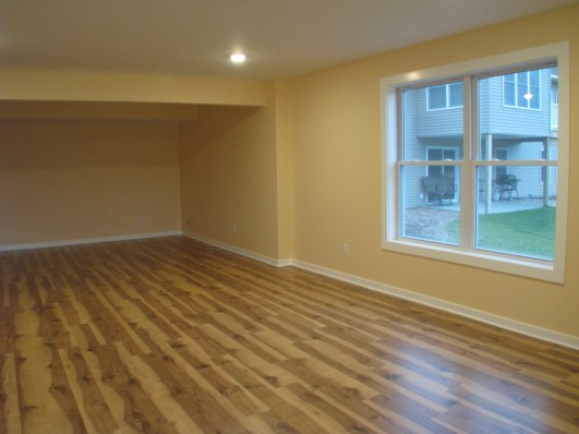 Floor covering, engineered wood, LL family room (4)