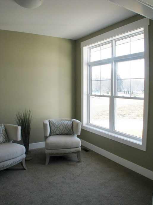 6408 flex room and front window with transom window (1)