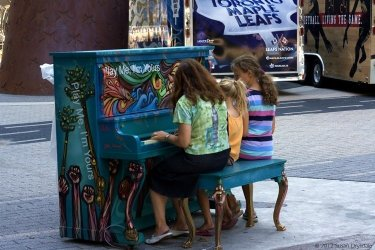 TorontoStreetPianos_Chile_MapleLeafSquare