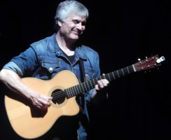 Laurence Juber; Photo by Susan Farese, SJF Communications 2014