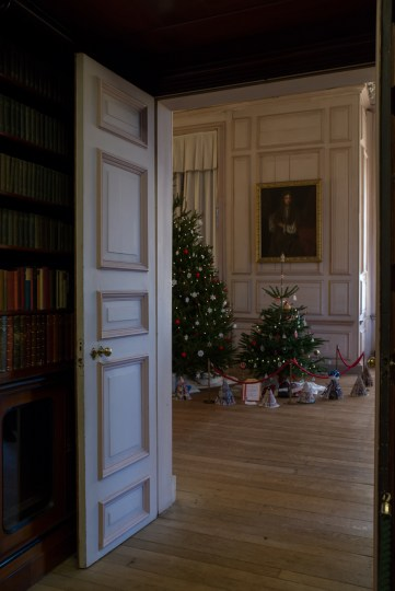 Sudbury Hall_Christmas 2014_Talbot Room into Long Gallery_Susan Guy (3 w