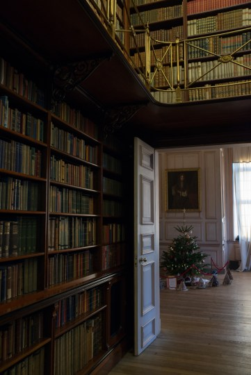 Sudbury Hall_Christmas 2014_Talbot Room into Long Gallery_Susan Guy (4 w