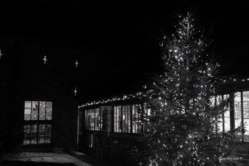 susan-guy_calke-abbey_courtyard_christmas-2016_1-mono-c