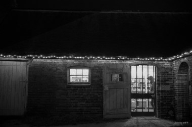 susan-guy_calke-abbey_courtyard_christmas-2016_8-mono-c