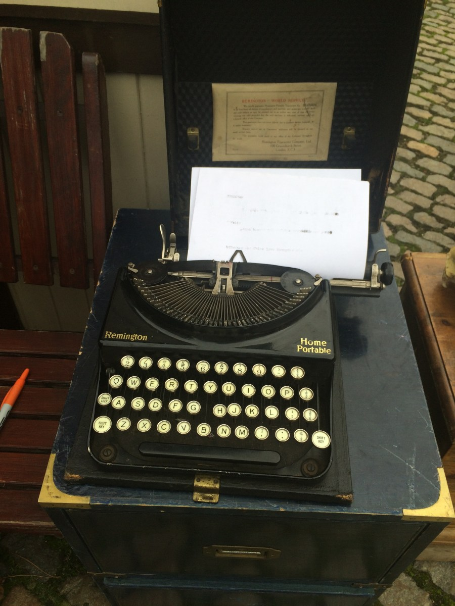 Picture of an old portable typewriter