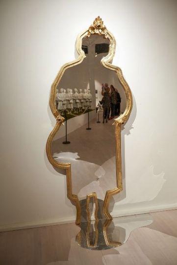 """Tantfullness"" Sandskuret spegelglas i guldram 90x231cm 2013"