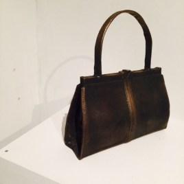 """""""Olaga vapeninnehav 1"""" Väska i brons. Tillverkas i serier på beställning."""