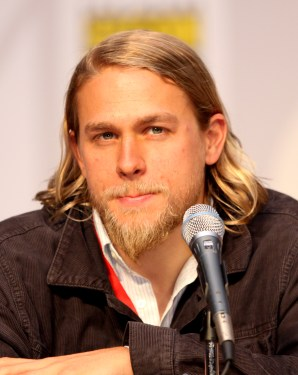 Charlie_Hunnam_by_Gage_Skidmore