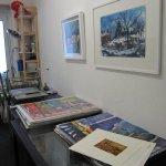 Andreas hat seine Arbeiten für die Ausstellung in die Radierwerkstatt geräumt - Foto von Susanne Haun