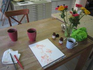 Ich  zeichne heute am großen Ateliertisch - Foto von Susanne Haun