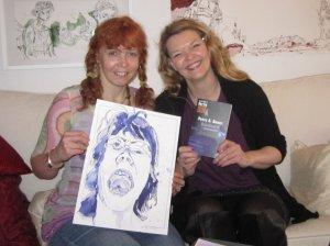 Susanne Haun und Petra A. Bauer mit ihrem Werk - Foto Selbstauslöser :-)