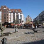 Marktplatz in Rostock mit Brunnen der Freude - Foto von Susanne Haun