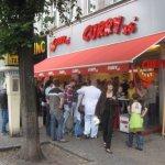 Und eine echte Berliner Currywurst - Foto von Susanne Haun