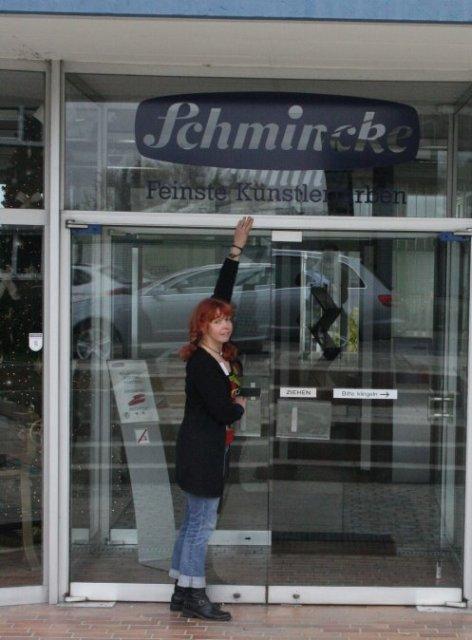 Ich vor der Firma Schmincke - Foto von Frank Koebsch