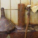 Vom Eisendreichlorid und Wasser ist alles gelblich - Susanne Haun