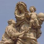 Eine der 30 Figuren, die heilige Anna mit dem Jesuskind - Foto von Susanne Haun