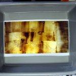 Ätzen der Zinkplatte in Salpetersäure (c) Radierung von Susanne Haun