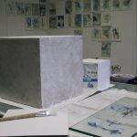 Wie ich es schon auf dem Papier geplant habe - der Sockel wird weiß grundiert (c) Foto von Susanne Haun (3)