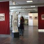 Peggy umwandert Aphrodite mit Skizzenbuch (c) Foto von Susanne Haun