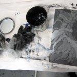 Nun erfolgt das lästige, schmutzige einschmieren der Platte (c) Susanne Haun